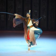 第三幕《礼贤》(孔子收到公赐予的公剑,欣喜得到了公的认同)